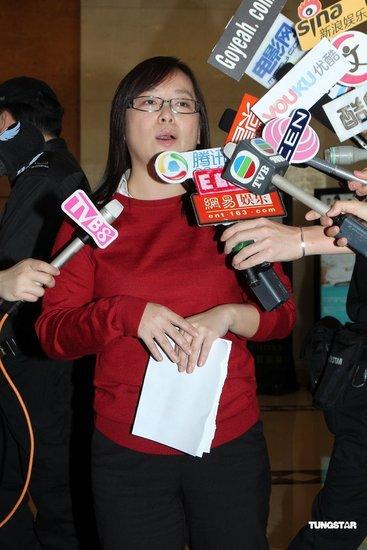 李嘉欣成功剖腹产男婴 公关公司向媒体派发红包