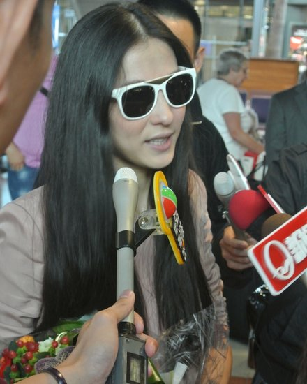 张柏芝携新片《危险关系》抵达戛纳 难舍Lucas