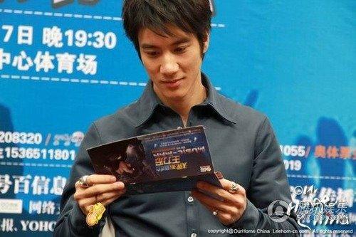 王力宏一个月开六场演唱会 即将送歌到成都
