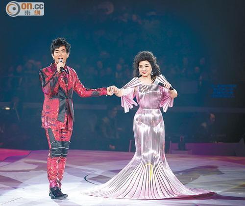 <a href=http://www.renxianqi.cn target=blank>任贤齐</a>任徐小凤表演嘉宾 互开玩笑观众欢喜