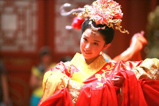 《新还珠格格》火热暑期 阚清子演绎职场大赢家