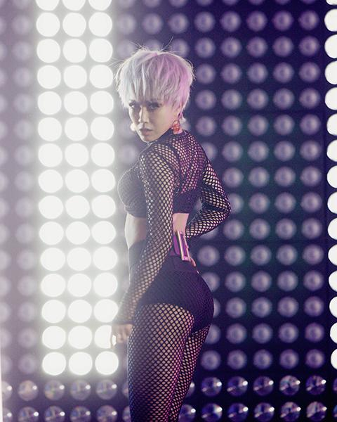 《啪啪S舞》MV首发 王蓉化身舞蹈精灵秀好身材