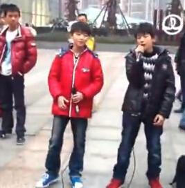 TFBOYS成名前辛酸:王俊凯王源卖唱