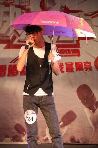 图文:快男腾讯直通区50进5晋级赛 24号刘博文