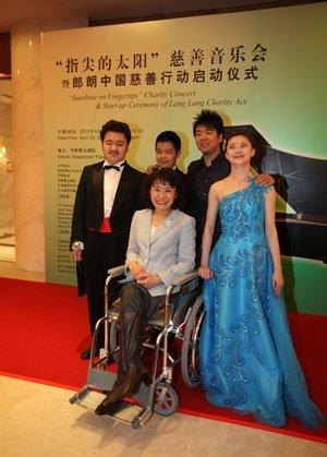 郎朗携失明小演奏家演出 呼吁公众参与慈善事业