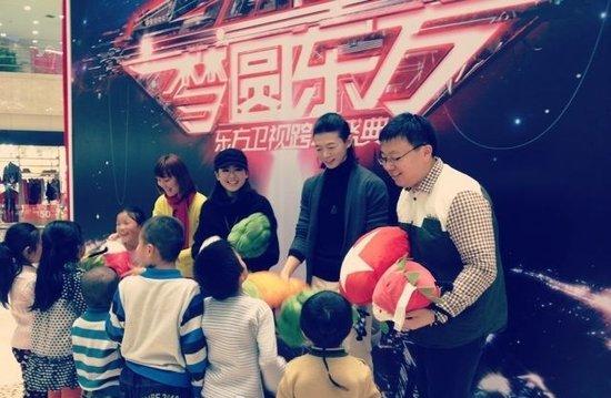 """东方卫视跨年玩转线下互动 """"梦想照相馆""""揭幕"""