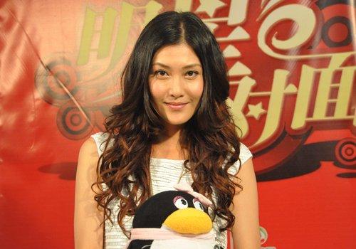 李彩桦爱上海爱美食爱时尚 戏外传授打扮秘诀