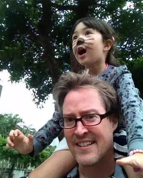 爸爸对女儿的爱是一种责任(组图)