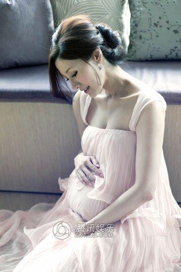 李嘉欣在微博自曝怀孕写真 传初六剖腹分娩