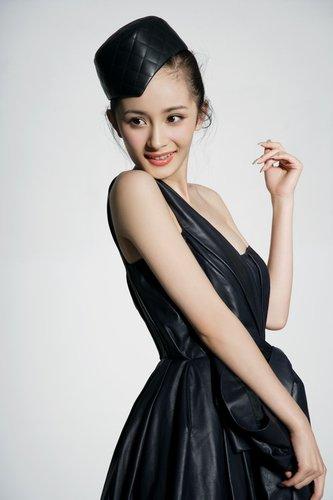 杨幂为《宫》献声 挑战王菲唱《明月几时有》