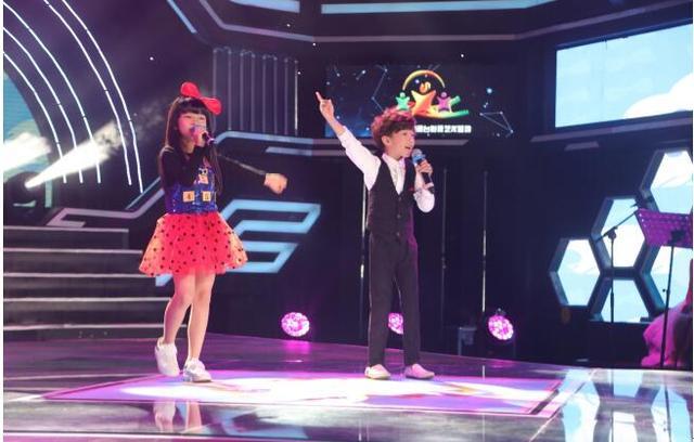 谭珮妮亮相《童星学院》 甜美献唱助力学员梦想