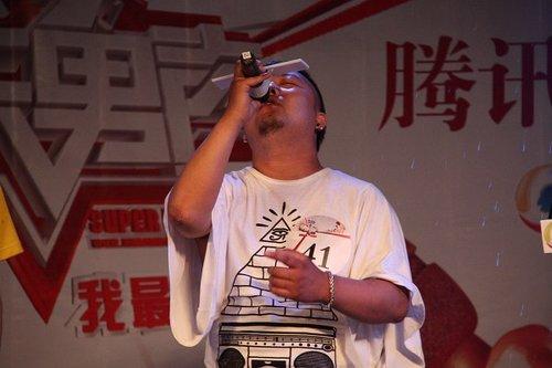 图文:快男腾讯直通区50进5晋级赛 41号苑杰