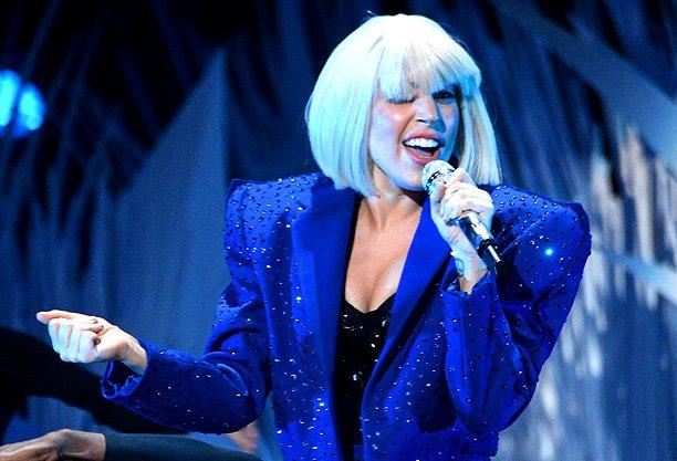 Lady Gaga献唱《周六夜现场》 未能促销专辑