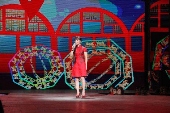 《星光大道》选手王二妮登节目 献唱《东方红》