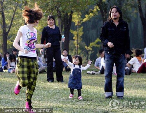 高晓松曾告诫女儿:男人没几个好东西