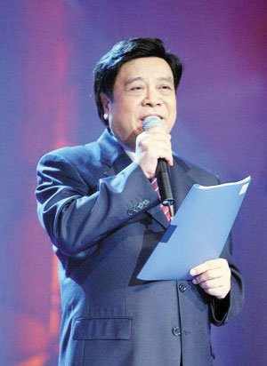 68岁赵忠祥返《动物世界》 每日录央视三档节目