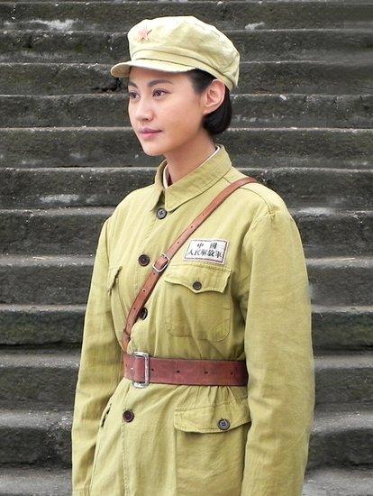国模杨雪_杨雪优秀学员山东最具影响力的模特公司黑蜻