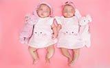 熊黛林首晒双胞胎女儿写真