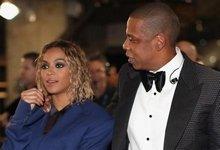 碧昂丝与老公Jay-Z恩爱亮相