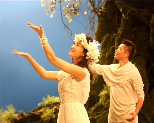 凤凰传奇拍摄荷塘月色MV 场景壮丽堪比阿凡达