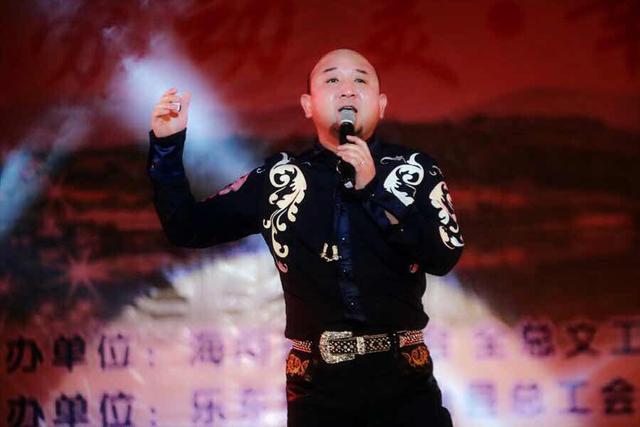 葛小虎博林等赴海南慰问演出 为观众献歌献艺