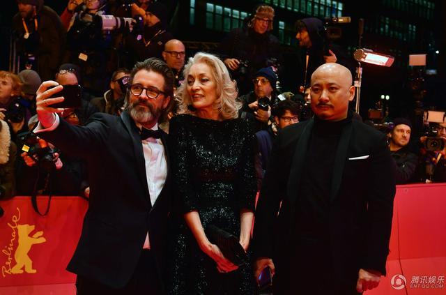 柏林电影节开幕红毯星光黯淡 评审团成人气担当