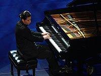 古巴裔美国钢琴家演奏钢琴曲