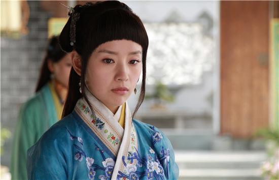 《美人如画》袁姗姗被杨幂赞 斗艳西瓜头董洁