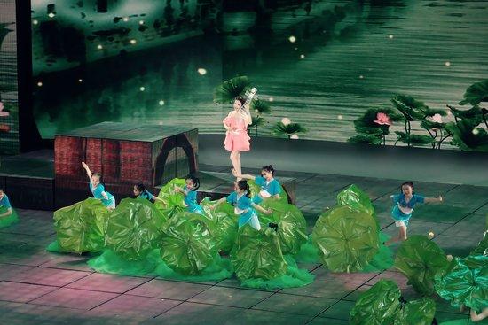 潘莎献唱央视六一晚会 精彩演绎情景舞蹈