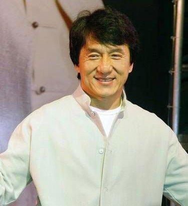 """成龙受访《娱乐现场》 首度回应""""代言门""""事件"""