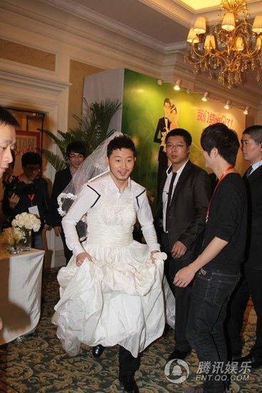 沙溢、胡可大婚细节曝光 新人穿婚纱跳艳舞(图)