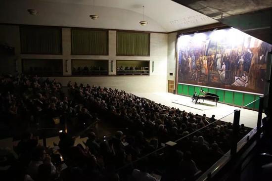 李云迪罗马音乐会火爆一票难求 签售会排长龙