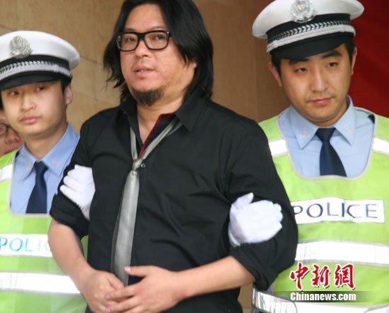 高晓松因酒驾被移送法办 略显疲态鞠躬致歉(图)