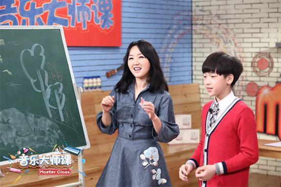 《音乐大师课》杨钰莹重返课堂助唱《踏浪》