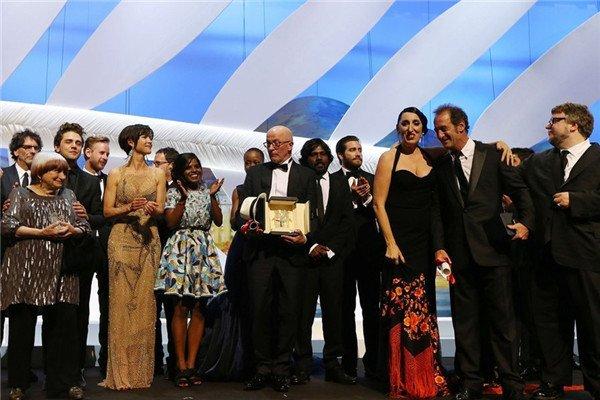 《流浪的迪潘》获得金棕榈奖