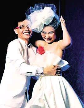 邓建国与妻子