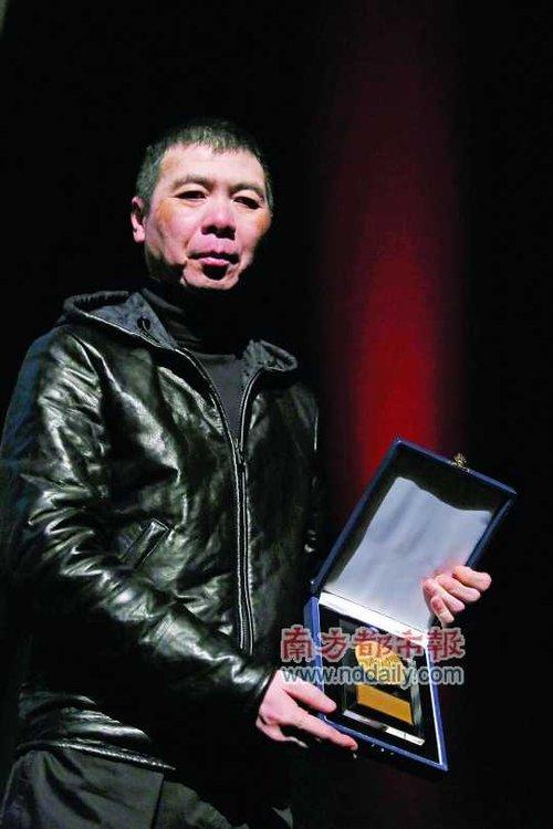 <p>    冯小刚称得到这个奖是一个大的惊喜,因为电影能得到青年评委的高度认可,收获很大。</p>