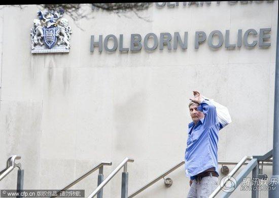 毒贩托尼现身伦敦警察局 称曾帮怀恩豪斯买毒品