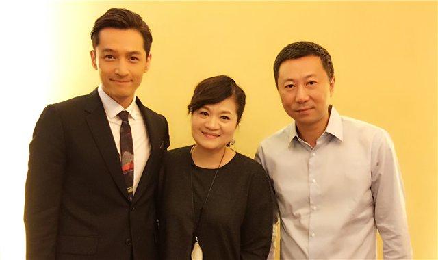 """王丽萍和两位""""老""""搭档胡歌、夏晓昀(右)"""