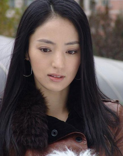 美女董璇呼吁支持公益 关注QQ游戏明星义拍