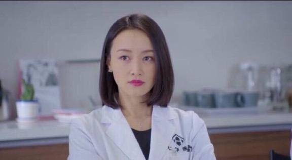 《长大》热播 赵子琪饰林念初获赞自信文艺妈