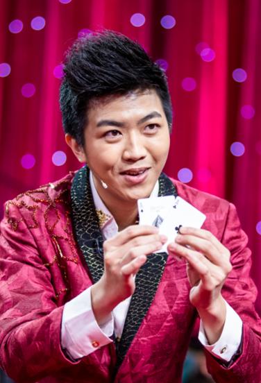 网友揭秘春晚魔术:组牌是关键,贾玲也是托儿