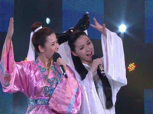 女嘉宾唯美古装扮相演唱《千年等一回》(图)