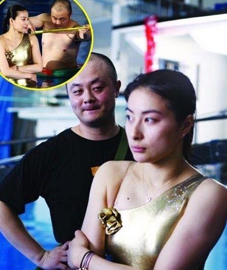 偷窥妹妹的大屁股_中国奥运游泳队遇色狼 女星美乳遭偷窥瞬间[组图]