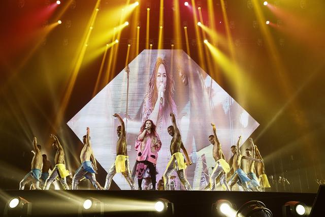 张惠妹北京演唱会带妹妹张惠春登台 工体上演姐妹合体