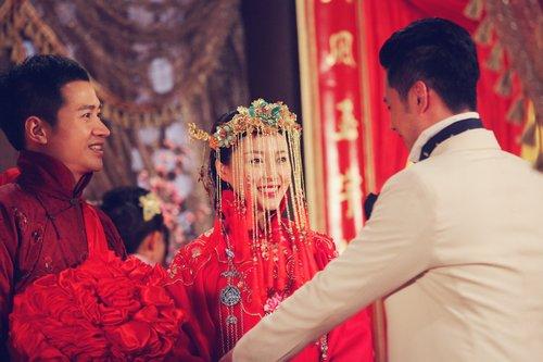 《藏心术》婚宴迎新人 甘婷婷何晟铭剧组完婚