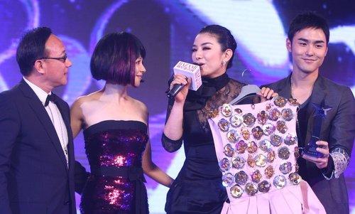 2010芭莎慈善夜 明星踊跃拍卖为慈善出力