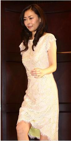 中山美穗准备结束12年婚姻 出席活动不戴婚戒