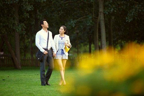 """《爱的相对论》热播 王媛可爱与罗晋""""侃大山"""""""
