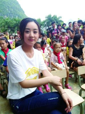 赵丽颖组成长留学院暑假班 开课授徒做公益